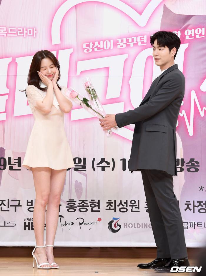 Họp báo Absolute Boyfriend: Yeo Jin Goo rạng rỡ, Minah (Girls Day)  Hong Jong Hyun thân mật quá mức ảnh 16