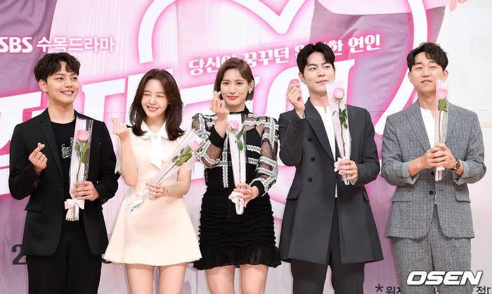 Họp báo Absolute Boyfriend: Yeo Jin Goo rạng rỡ, Minah (Girls Day)  Hong Jong Hyun thân mật quá mức ảnh 0