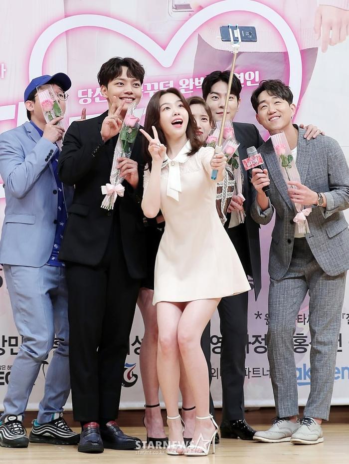 Họp báo Absolute Boyfriend: Yeo Jin Goo rạng rỡ, Minah (Girls Day)  Hong Jong Hyun thân mật quá mức ảnh 1