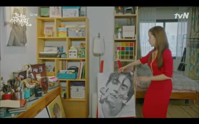 Duk Mi sửa soạn đón bạn trai nhưng lại đón mẹ đầu tiên.