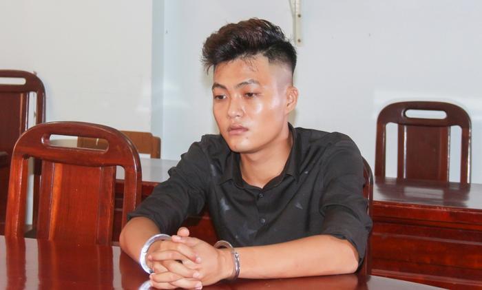 Đối tượngNguyễn Minh Thạnh tại cơ quan điều tra. Ảnh: báo CAND.