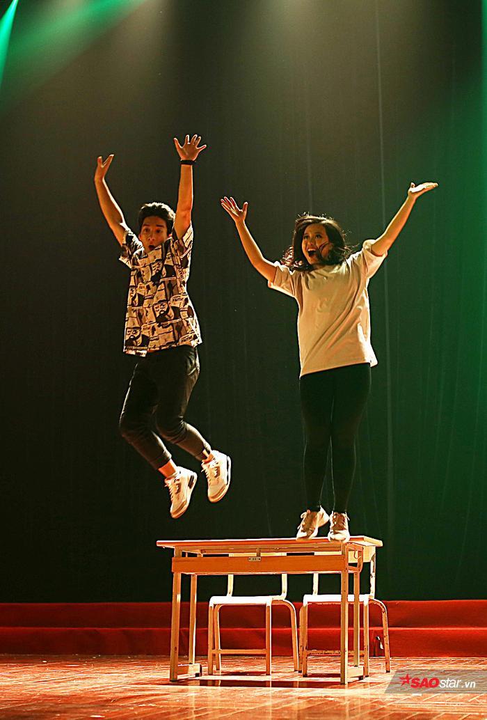 Đôi bạn thân Huy và Chi kể câu chuyện trong trẻo, thú vị bằng ngôn ngữ vũ đạo.