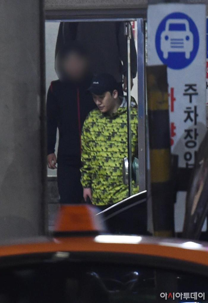 Seungri đã đi tập gym sau khi được xử tại ngoại.