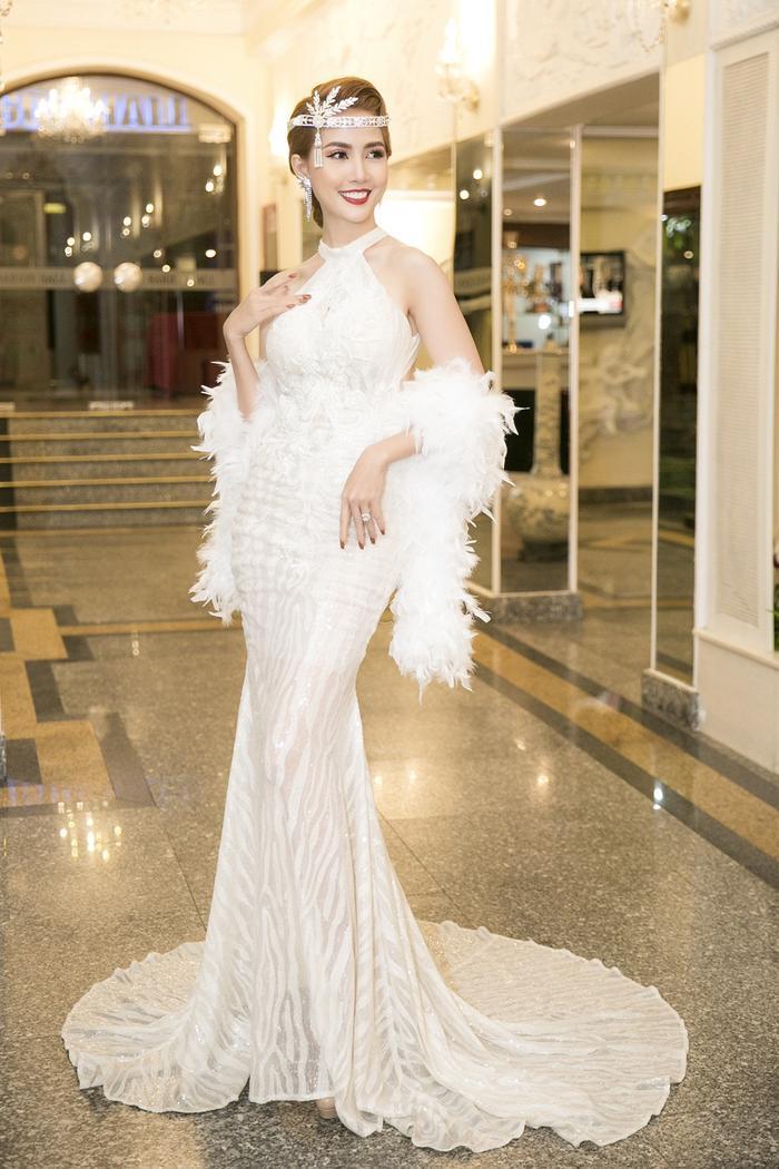 Phan Thị Mơ quyến rũ tột độ với phong cách make up nữ thần ảnh 0