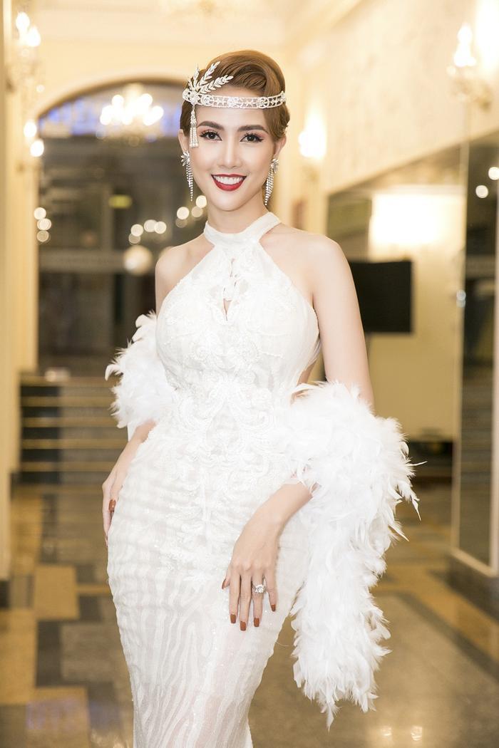 Phan Thị Mơ quyến rũ tột độ với phong cách make up nữ thần ảnh 2
