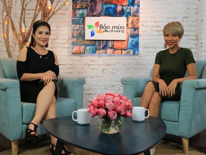 MC Cát Tường trong cuộc trò chuyện với ca sĩ Thảo Trang.