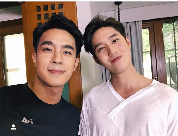 Khun Sila và Khun Ae trong phim thù nhau không đội trời chung mà ngoài đời thân thế này đây