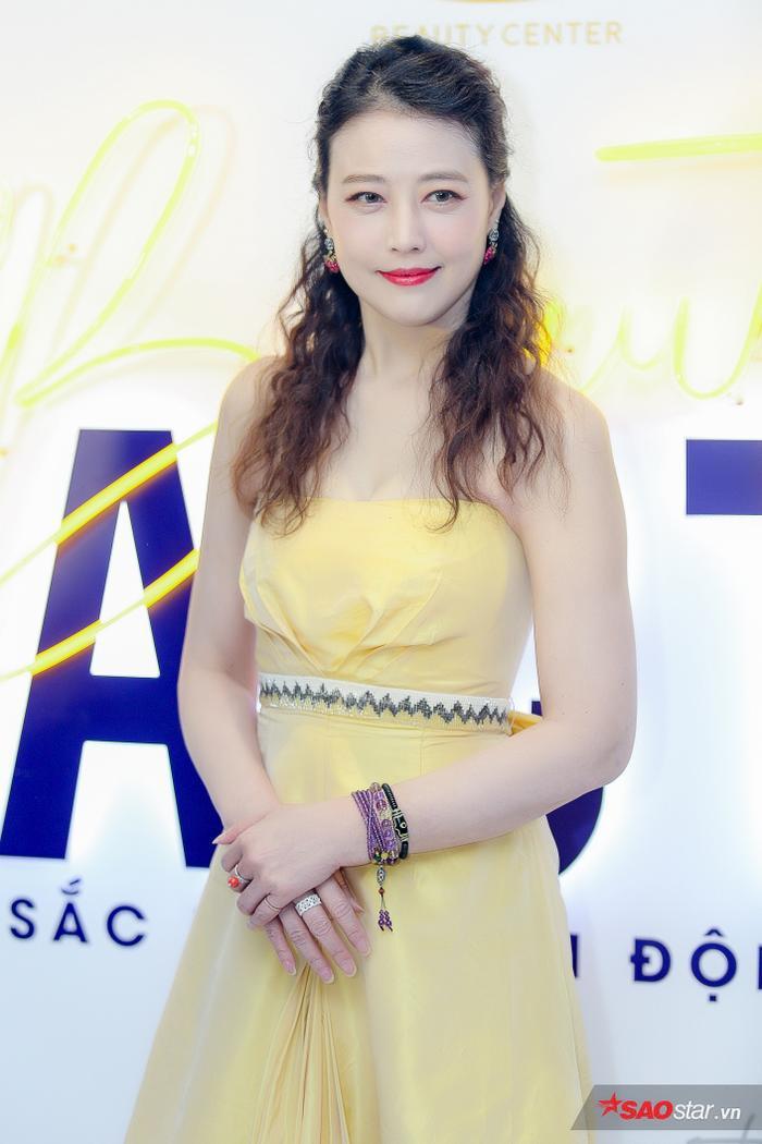 Châu Hải My khoe vẻ đẹp ở độ tuổi 53 khiến nhiều người ngưỡng mộ trong lần đến Việt Nam này.
