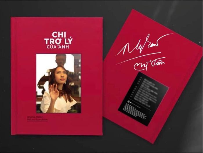 """Các fan Mỹ Tâm còn """"thiết kế"""" luôn chiếc Album có đầy đủ chữ ký của thần tượng thế này đây. (Nguồn: Phương Thị Tuyết Nguyễn)."""