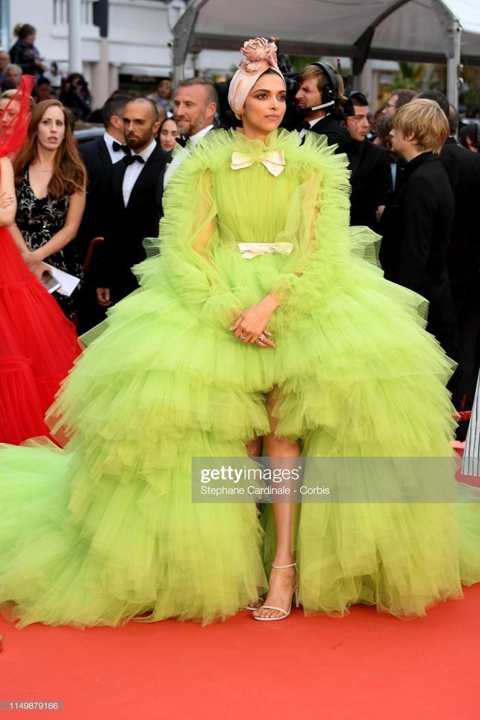 Deepika Padukone trong bộ váy cực bắt mắt