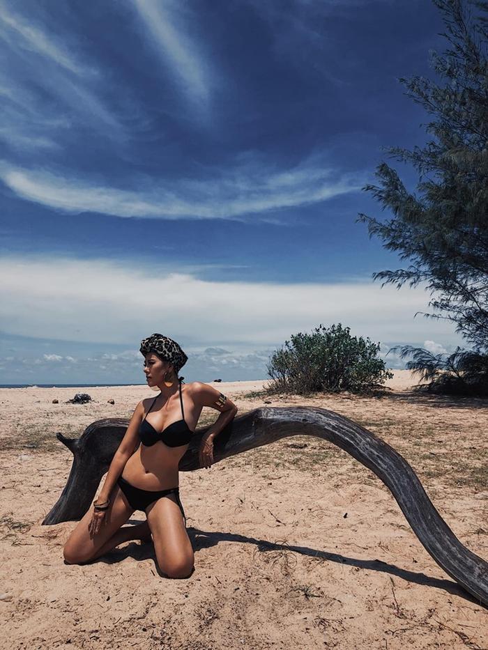 Nam Thư bất ngờ đăng ảnh diện bikini khoe hình thể nóng bỏng.