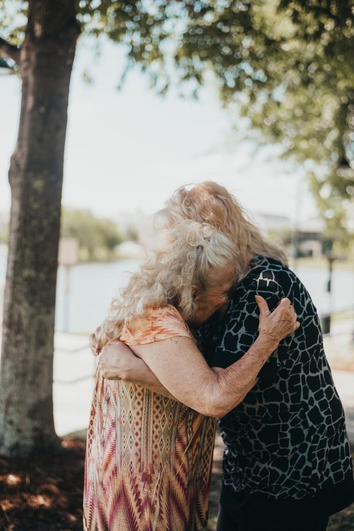 Hoà chung những giọt nước mắt là niềm hạnh phúc vô bờ khi gặp lại người thân của mình sau 70 năm xa cách.