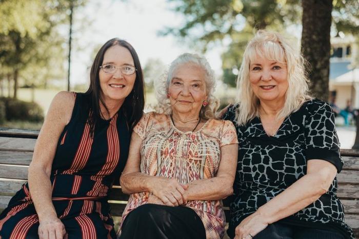 Wanda, Elizabeth và Lynne trong buổi hội ngộ.