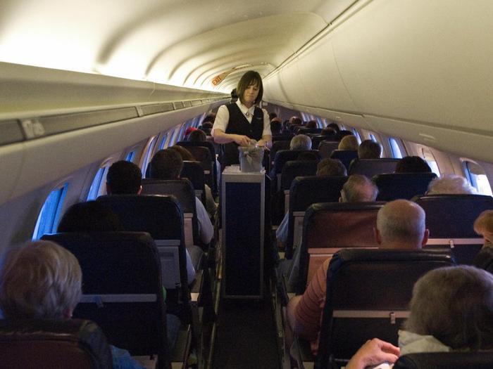 Săm soi bảng lương lần đầu tiết lộ của các tiếp viên hãng không ảnh 2