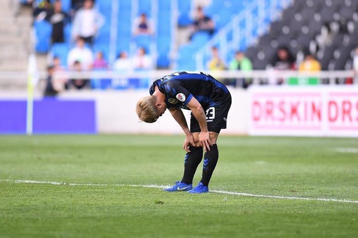 Nghẹn ngào cảnh Công Phượng 'thẩn thờ' sau khi khiến Incheon thua tức tưởi.