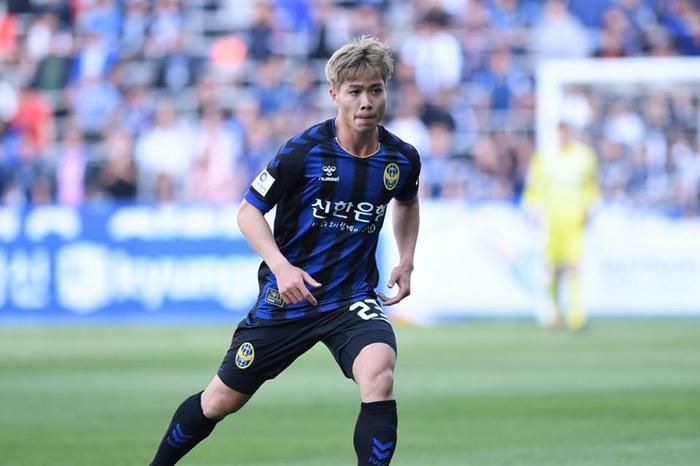 Trùng hợp thay chỉ 1′ sau khi vào sân, Công Phượng khiến đội bóng xứ Hàn thua tức tưởi.