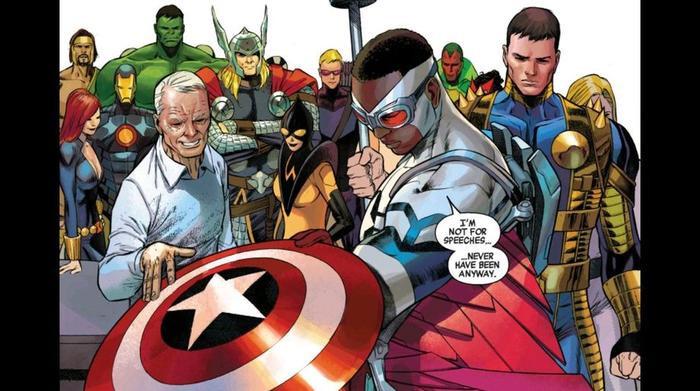 Falcon đã được chính Captain America giao lại chiếc khiên.