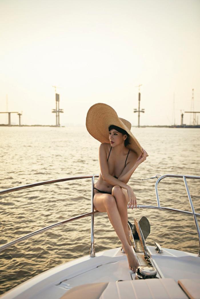 Dương Yến Ngọc diện áo tắm vẫn khiến nhiều gái trẻ phát hờn vì body tuyệt đẹp ở tuổi 40 ảnh 1