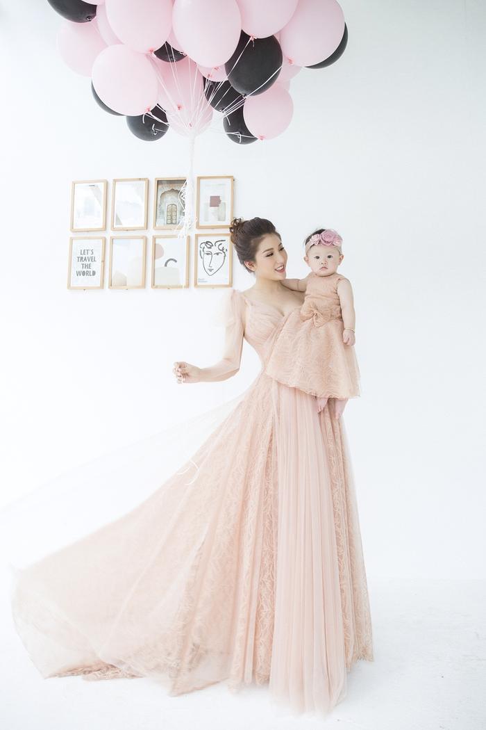 Bà mẹ đơn thân Bảo Như tổ chức sinh nhật cho con gái.