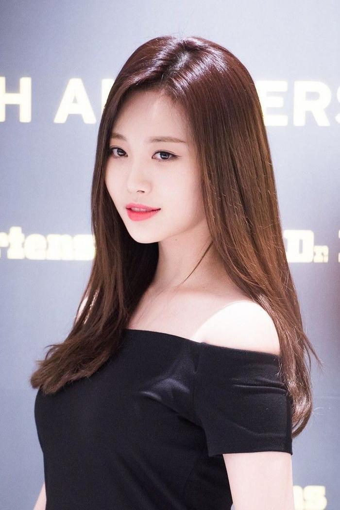 Cái tên Yura nghe khá giống tên người Hàn nhưng đây lại không phải là tên thật của thành viên Girl's Day. Tên thật của cô nàng là Kim Ah Young