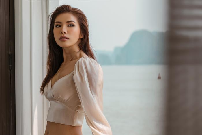Chỉ tranh thủ chụp chơi trên du thuyền, nhan sắc của Minh Tú cũng đủ khiến fan phải liêu xiêu ảnh 1