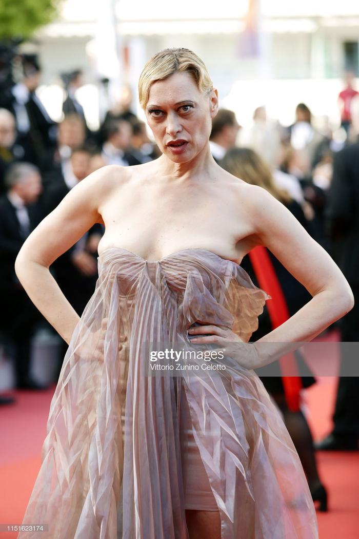 Bộ váy của Lea Mornar dễ dàng xảy ra sự cố nếu không cẩn thận