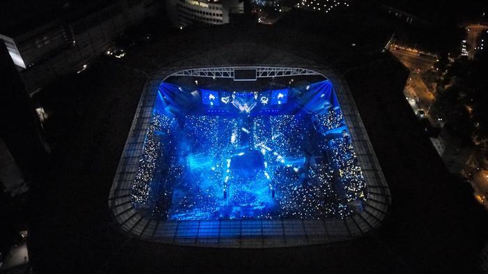 Sân vận động nơi BTS biểu diễn được chụp từ trên cao.