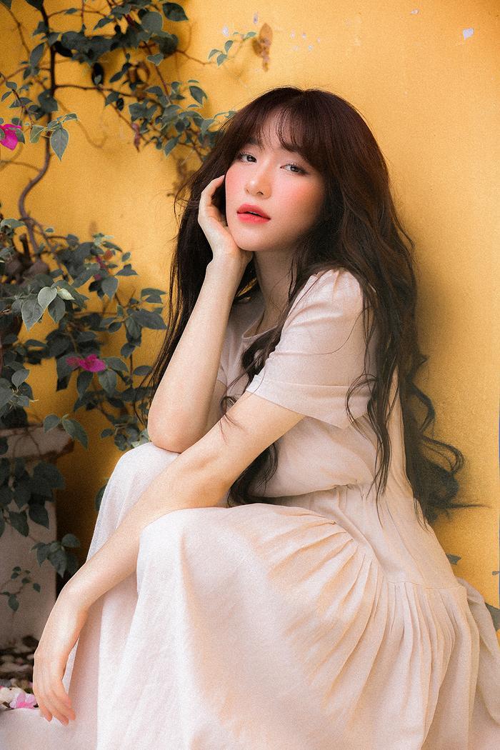 Để bắt đầu thực hiện sản phẩm âm nhạc comeback này, Hòa Minzy đã có khoảng thời gian chữa bệnh viêm xoang mất nửa năm.