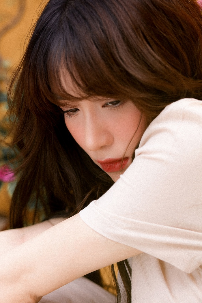 Mất giọng hát mất nửa năm, Hòa Minzy chính thức comeback bằng bản ballad không thể sầu thảm hơn ảnh 6