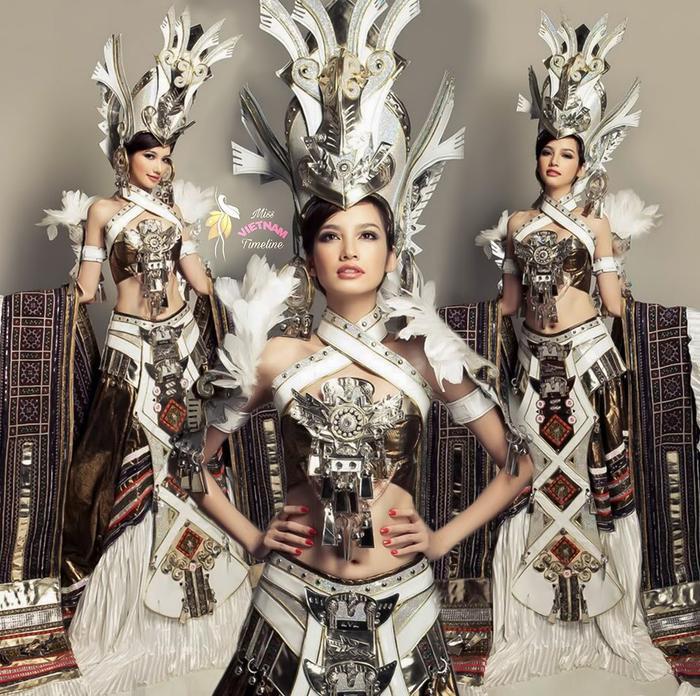 Tuy khá công phu, đẹp mắt nhưngcũng có không ít ý kiến cho rằng bộ đồ chưa thể hiện được màu sắc dân tộc, giống trang phục của các nhân vật trong phim cổ trang Trung Quốc.