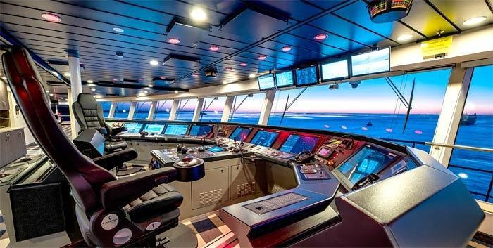Bên trong phòng điều khiển du thuyền. Con tàu khổng lồ này có thể đạt vận tốc 41km/h.