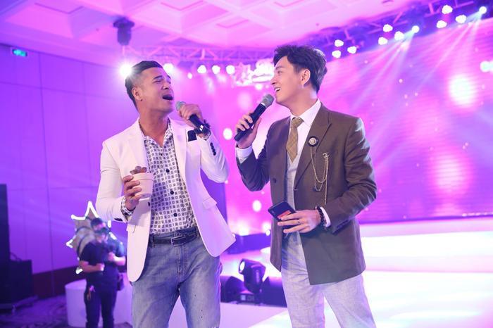 Nhiều khán giả thừa nhận như được quay trở về thời gian khi nghe ca khúc này của Trương Thế Vinh.
