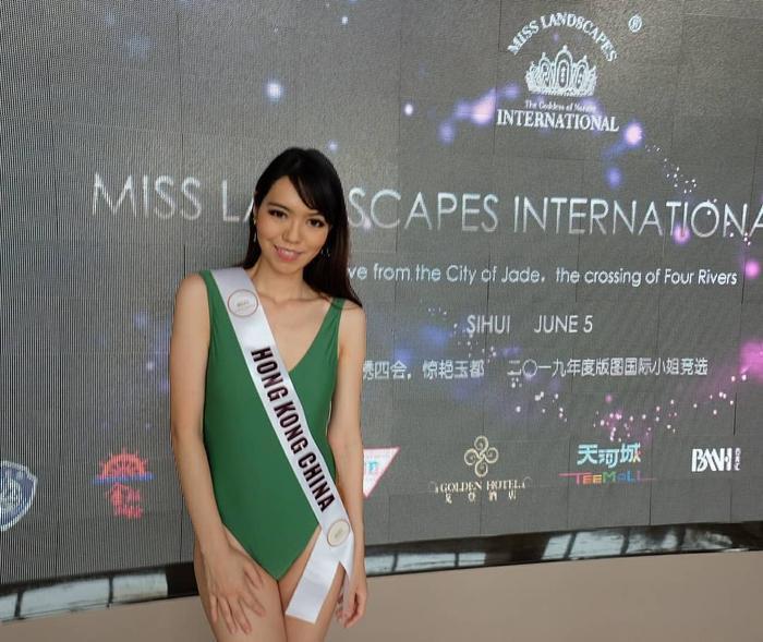 Chân dài Hong Kong từng đại diện vùng lãnh thổ này tham gia tranh tài ở Miss Grand International – Hoa hậu Hòa bình Quốc tế 2017 diễn ra tại Việt Nam.