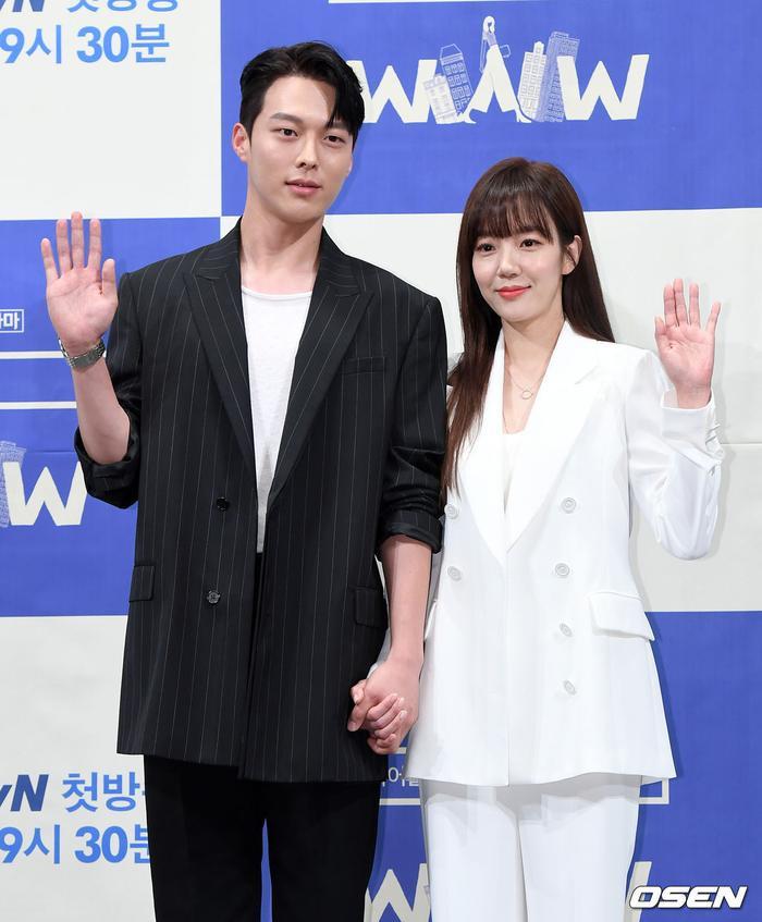 Họp báo WWW: Lee Da Hee bị soi vòng 1 khủng  Im Soo Jung đẹp đôi bên Jang Ki Yong mặc kệ tuổi 40 ảnh 19