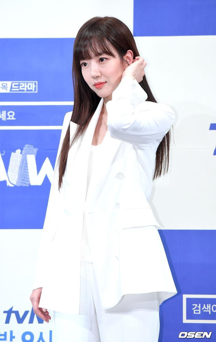 Họp báo WWW: Lee Da Hee bị soi vòng 1 khủng  Im Soo Jung đẹp đôi bên Jang Ki Yong mặc kệ tuổi 40 ảnh 4