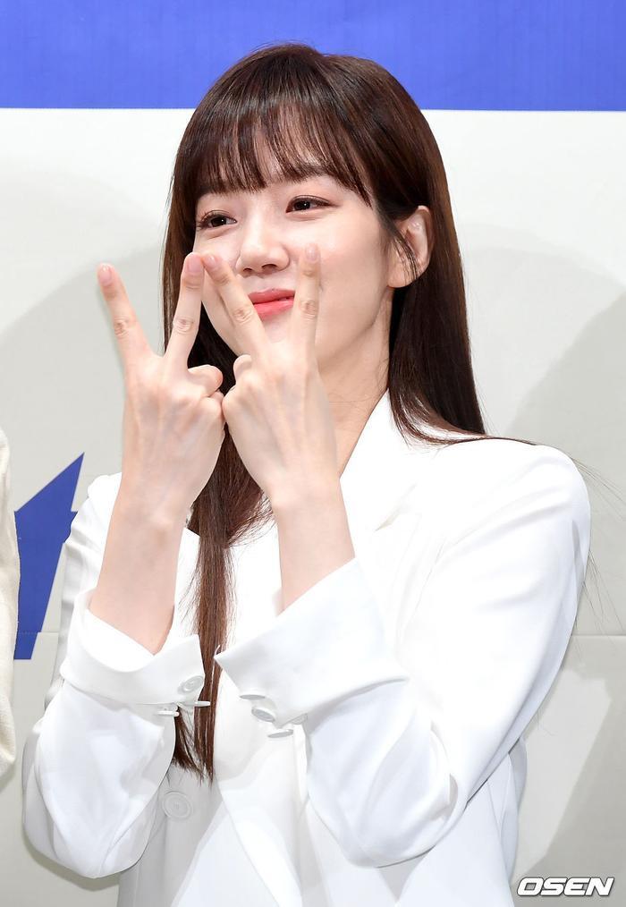 Họp báo WWW: Lee Da Hee bị soi vòng 1 khủng  Im Soo Jung đẹp đôi bên Jang Ki Yong mặc kệ tuổi 40 ảnh 3