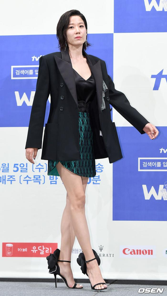 Cũng như Im Soo Jung, Jeon Hye Jin thường xuyên xuất hiện trong các bộ phim điện ảnh hơn drama truyền hình. Với đội hình hiện tại, khán giả rất trông đợi vào dự án này.