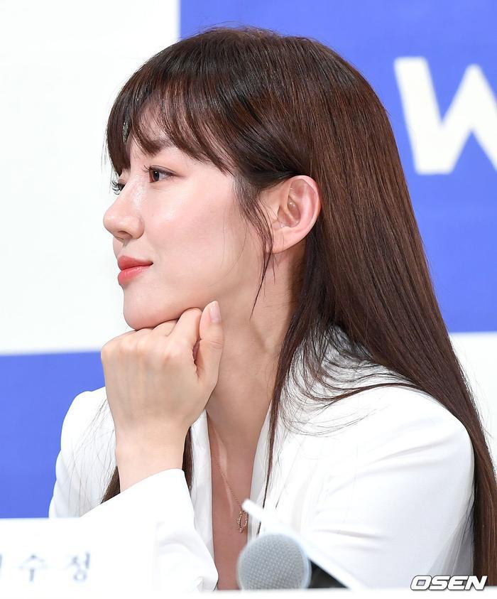 Họp báo WWW: Lee Da Hee bị soi vòng 1 khủng  Im Soo Jung đẹp đôi bên Jang Ki Yong mặc kệ tuổi 40 ảnh 2