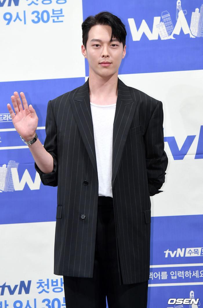 Họp báo WWW: Lee Da Hee bị soi vòng 1 khủng  Im Soo Jung đẹp đôi bên Jang Ki Yong mặc kệ tuổi 40 ảnh 7