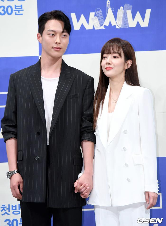 Họp báo WWW: Lee Da Hee bị soi vòng 1 khủng  Im Soo Jung đẹp đôi bên Jang Ki Yong mặc kệ tuổi 40 ảnh 18