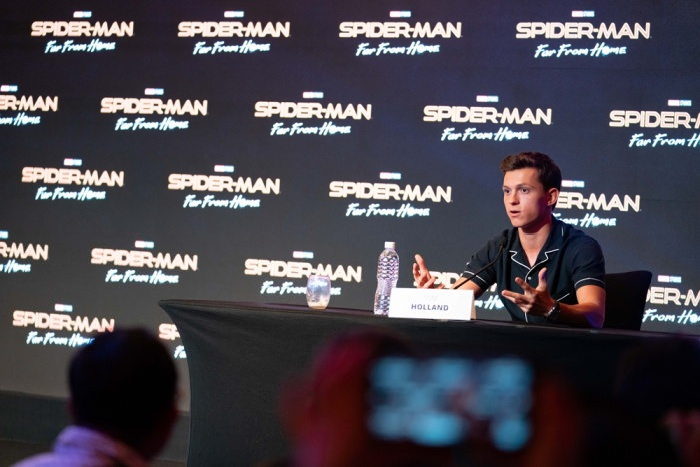 """Câu chuyện tình yêu """"gà bông"""" giữa Peter và MJ cũng khiến Tom thích thú."""