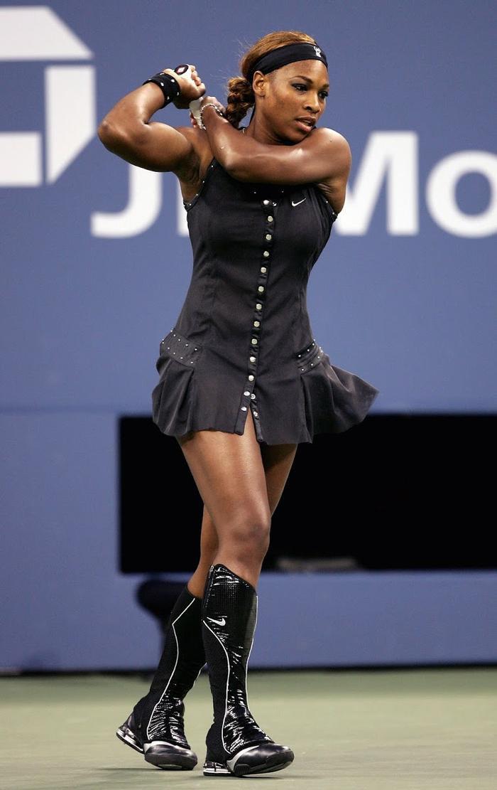 Cô rất chỉn chu trong cách chọn trang phục đi kèm phụ kiện thi đấu