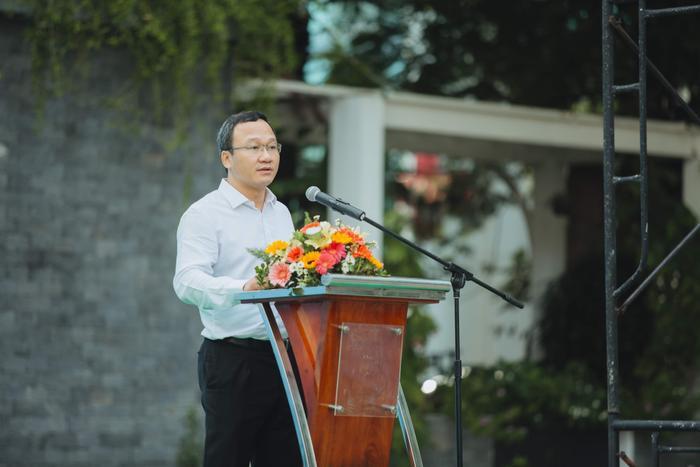 """Ông Khuất Việt Hùng, Phó Chủ tịch chuyên trách Ủy ban ATGT Quốc gia phát biểu tại lễ phát động """"Chuyến xe văn minh""""."""