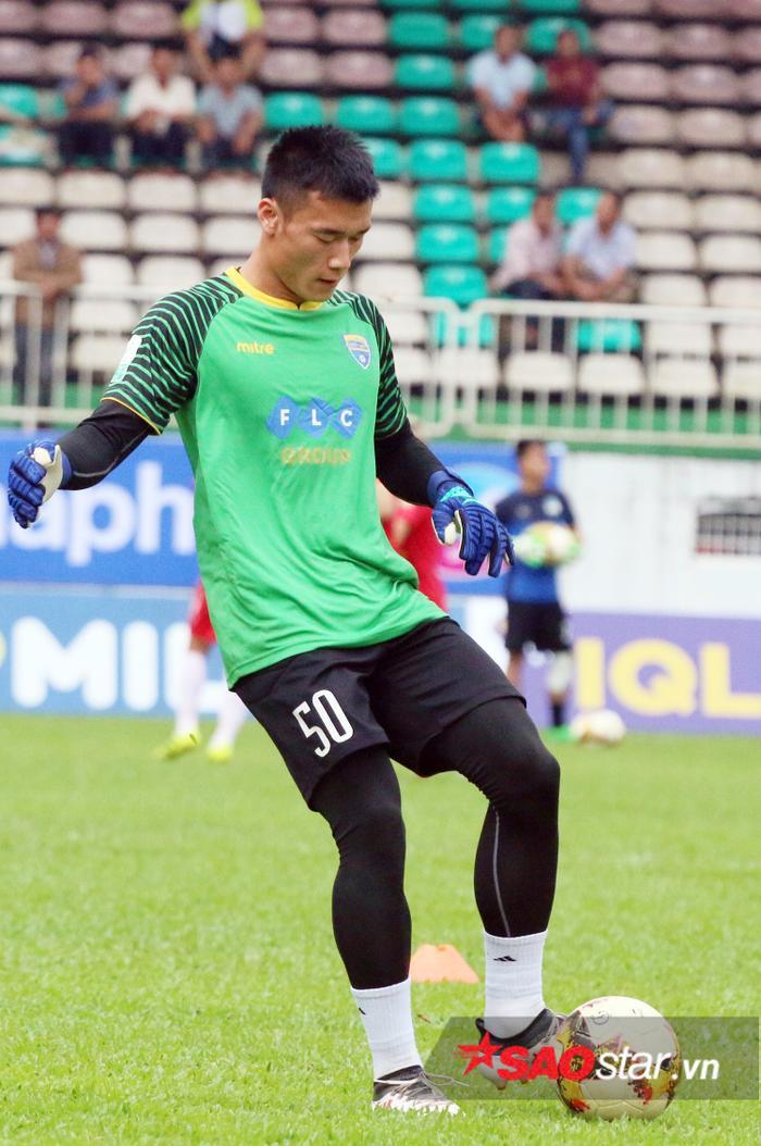 Bùi Tiến Dũng bị đẩy xuống U23 Việt Nam.