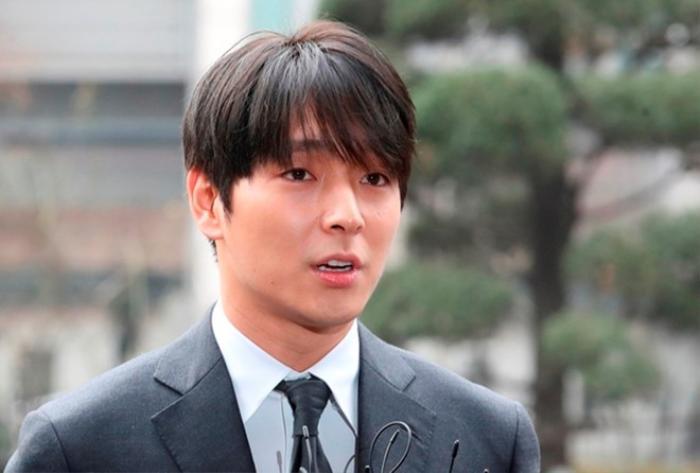 Bị antifan mỉa mai vụ Choi Jong Hoon, Lee Hong Ki thẳng thừng đáp trả