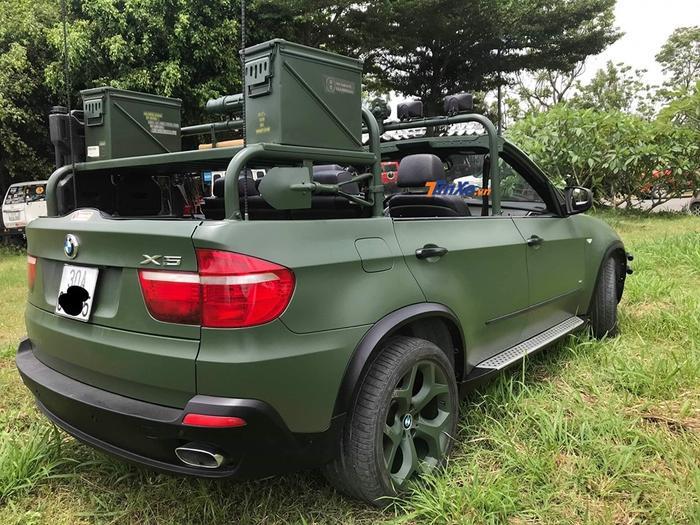 Chủ tịch Trung Nguyên đã cắt bỏ phần mui xe của chiếc xe sang BMW X5 để biến nó thành phiên bản mui trần độc nhất vô nhị. (Ảnh: Tinxe)