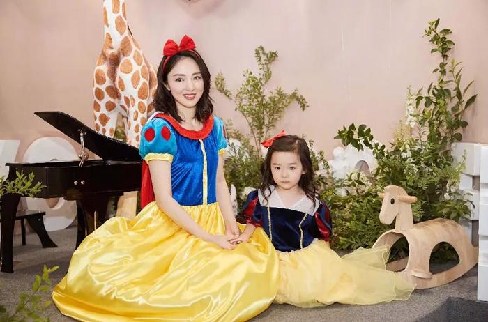 Cao Vân Tường bị tạm giam vì dính nghi án cưỡng dâm tập thể, Đổng Tuyền vẫn cố gắng tổ chức sinh nhật cho con gái