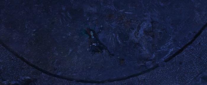 Gamora đã bị Thanos ném xuống vực để đổi lấy viên đá linh hồn.