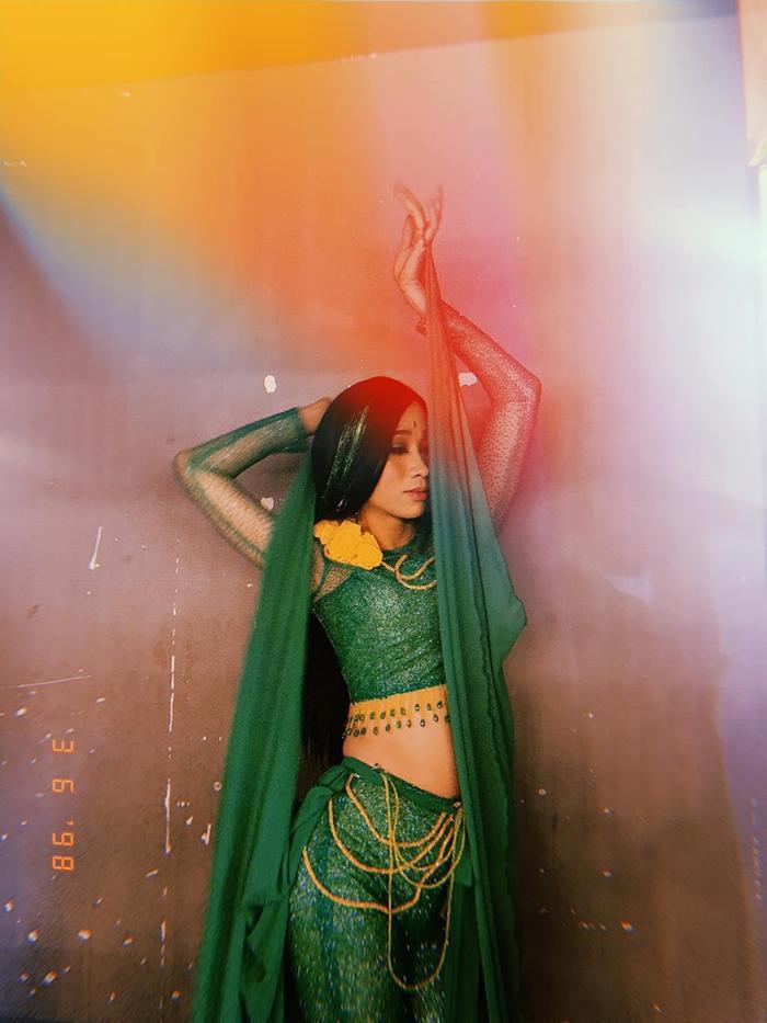 Hải Triều vẫn thu hút sự chú ý của công chúng bởi sự uyển chuyển và nữ tính của mình.