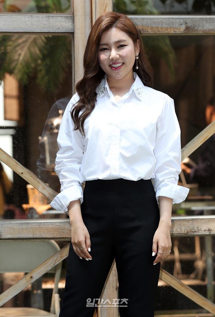 Lần đầu trong K-biz: Nữ ca sĩ bị dư luận ném đá chỉ vì chọn Lee Jin Wook làm mẫu bạn trai lý tưởng ảnh 4